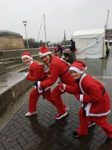 team gardiner girls santa run